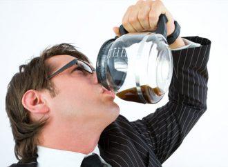 Tomar café en exceso puede provocar ansiedad, irritabilidad y estrés