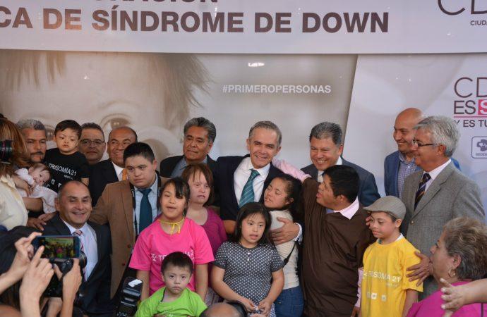 Inaugura CDMX primera clínica de Síndrome de Down en América Latina