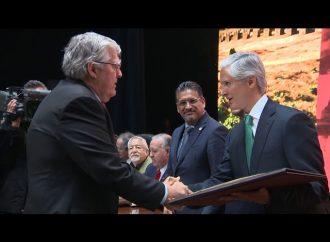 Recibe Nelson Vargas reconocimiento por fomento al deporte