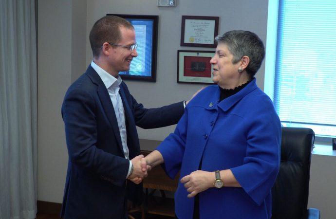 Se reúne Ricardo Anaya con Janet Napolitano, en Estados Unidos