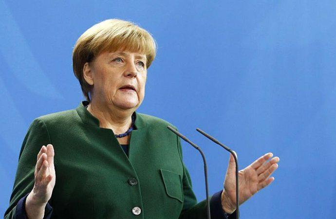 Felicita Merkel a socios políticos que apoyaron gobierno de coalición