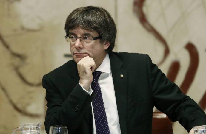 Parlamento catalán legitima a Puigdemont para ser reelegido