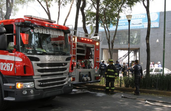 Controlado incendio en taller mecánico en Narvarte