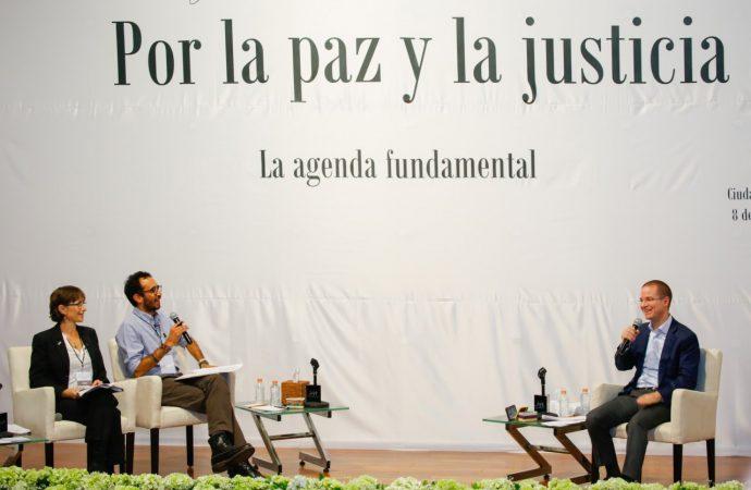 Dialoga Ricardo Anaya con víctimas de la violencia