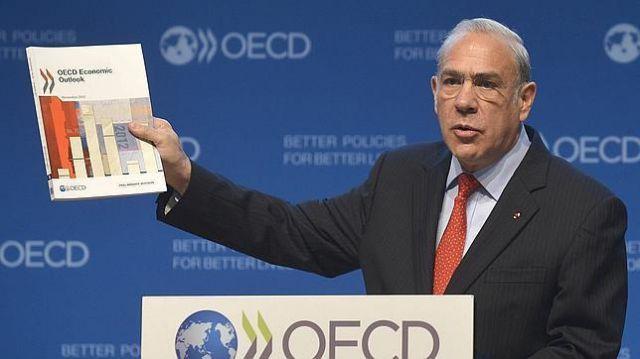 """Crece """"desconfianza"""" de latinoamericanos en sus instituciones: OCDE"""