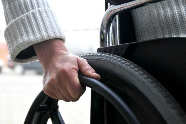 Proponen que CFE dé servicio preferencial a personas con discapacidad