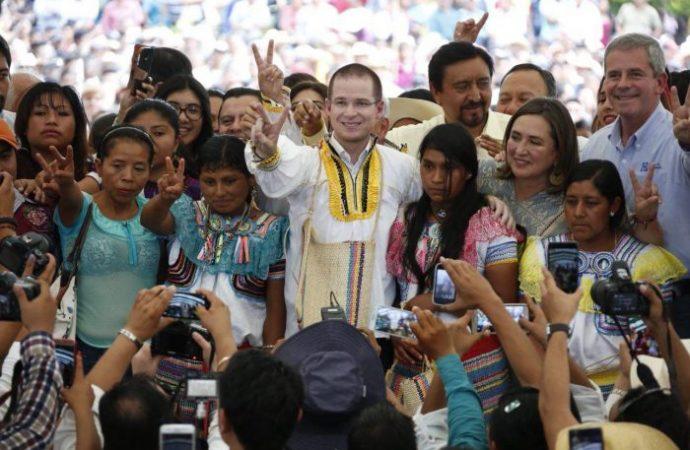 Progreso y desarrollo promete Ricardo Anaya en una de las comunidades en donde se levantó el EZLN hace más de 20 años