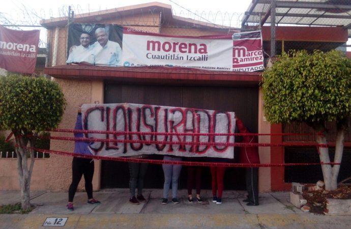 Vecinos cierran casa de campaña de Ricardo Núñez, en Izcalli