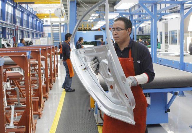 Industria automotriz mexicana fabricó más de 290 mil vehículos en abril