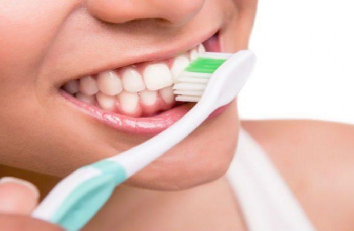 Oral-B lanza un cepillo de dientes con puntas 20 veces más finas