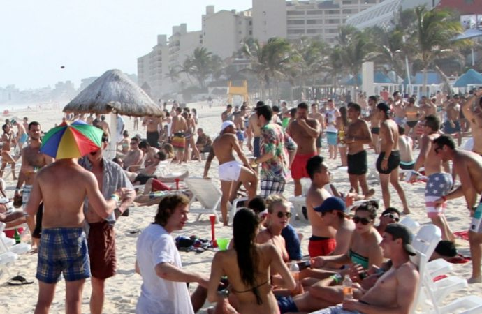 "Preparan operativos en Cancún por temporada de ""summer break"""