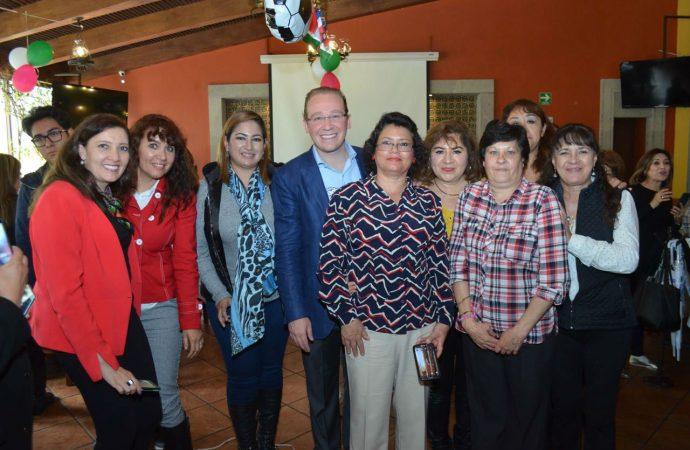 Capacitación y apoyo en autoempleo para las mujeres en Benito Juárez, compromiso de Santiago Taboada