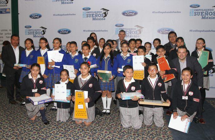 Ford Fund apoya a niños para continuar sus estudios