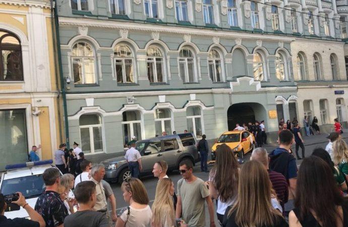 Confirma Embajada dos mexicanas lesionadas por atropellamiento en Moscú