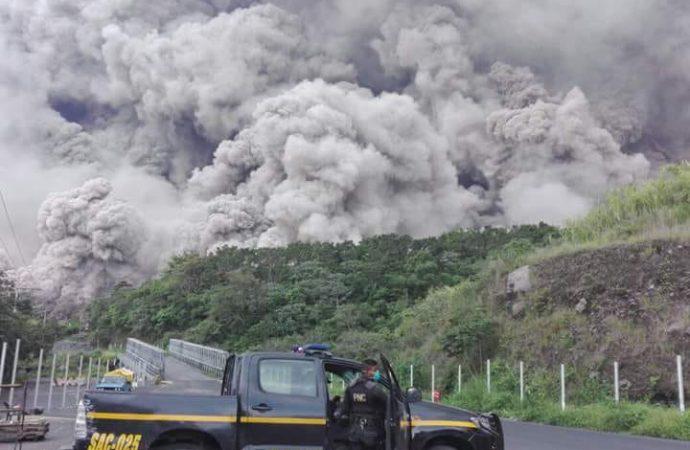 Erupción de volcán de Fuego causa al menos seis muertos y 20 heridos