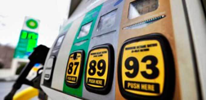 Compran mexicanos gasolina 30% más cara que en EU