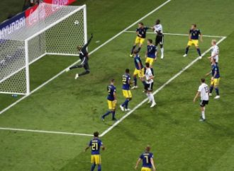 Alemania se levanta y vence 2-1 a Suecia