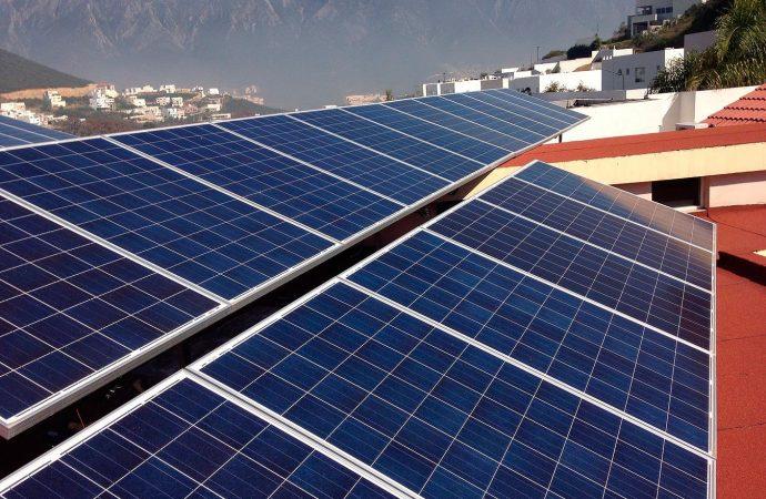 Paneles solares, proyecto de energías limpias y economía social
