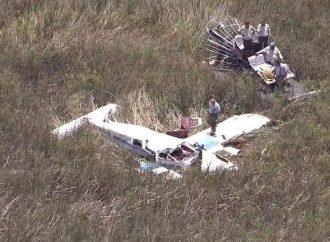 Mueren 3 personas tras colisión de 2 avionetas en Florida
