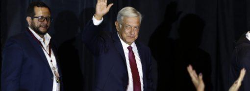 Agrede 'golpeador' de 'Napito' a periodista en el Senado