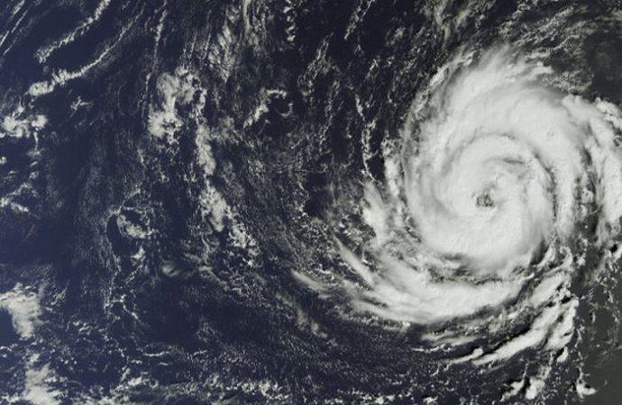 Huracán Chris sube a categoría 2 y Beryl llega a las Bahamas