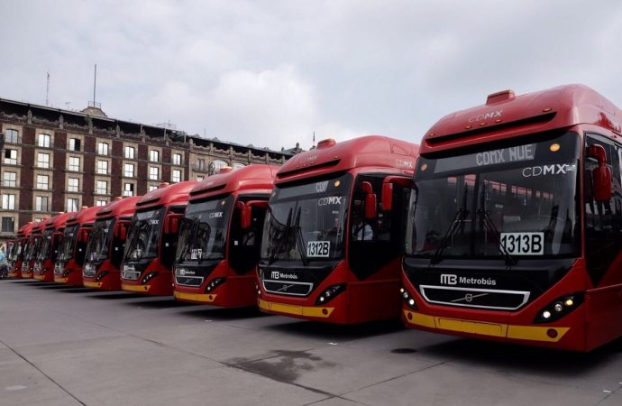 Entrega jefe de Gobierno capitalino 66 Metrobuses nuevos