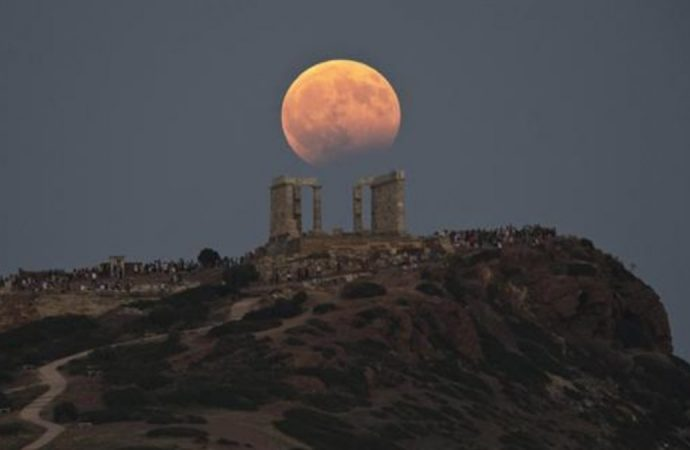 Así se vio el eclipse lunar total en distintos rincones del mundo