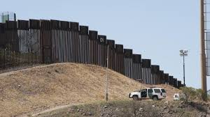Trump cerraría gobierno si Congreso no financia muro con México