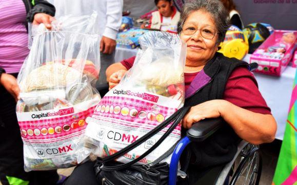 Entrega SEDESO-CDMX 180 tarjetas del programa pensión alimentaria para adultos mayores de 68 años