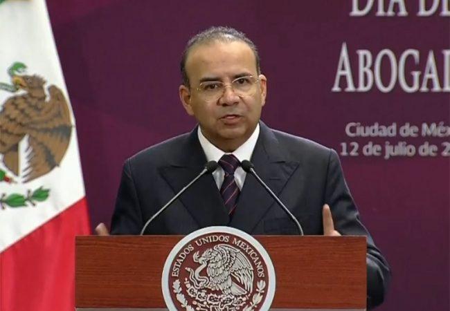 Navarrete felicita a juristas premiados con efigie Ignacio Ramírez