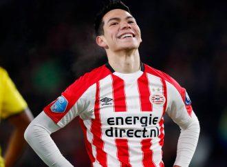 """Chucky"" Lozano celebra cumpleaños 23 con su club PSV"