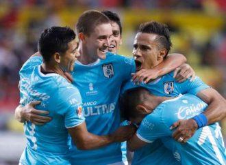 Querétaro aprovecha contragolpe para golear 4-1 a Morelia