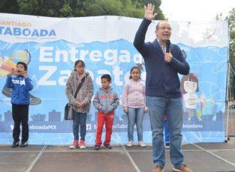 Entrega Santiago Taboada zapatos escolares en apoyo a la economía familiar de los habitantes de Benito Juárez