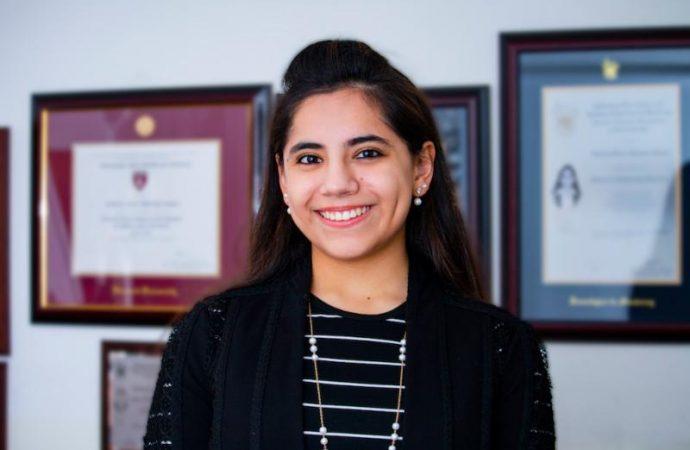 El jefe de gobierno de la CDMX entrega a Dafne Almazán Anaya Premio de la Juventud 2018
