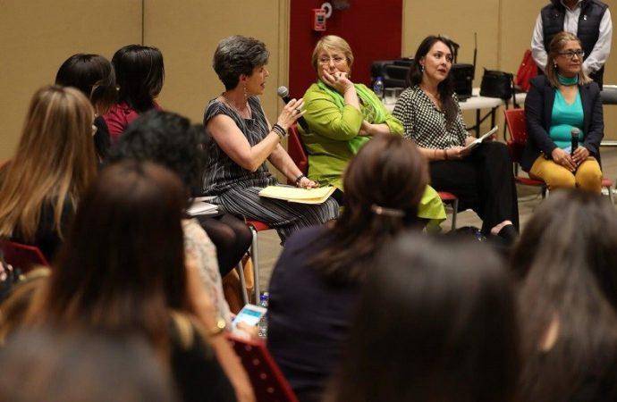 Presidenta del Tribunal y Bachelet dialogan sobre equidad de género