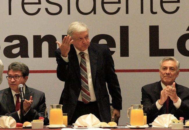 López Obrador reconoce plan de austeridad de senadores electos de Morena