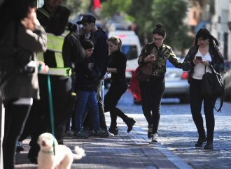 Alertan a peatones ante riesgo de accidentes por uso de celular