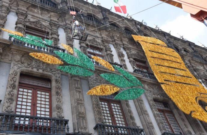 Inicia AGU colocación del alumbrado decorativo de fiestas patrias