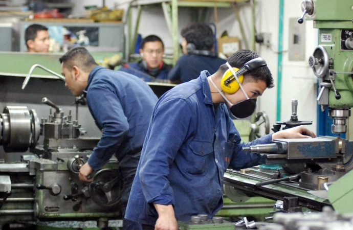 Confianza empresarial de manufacturas suma 14 meses al alza