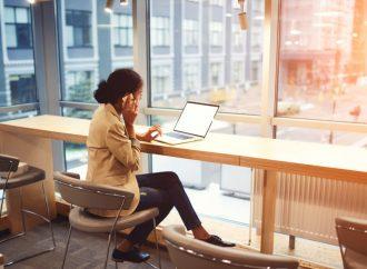 Mexicanos pasan el 79% de los días del año en la oficina: OCDE