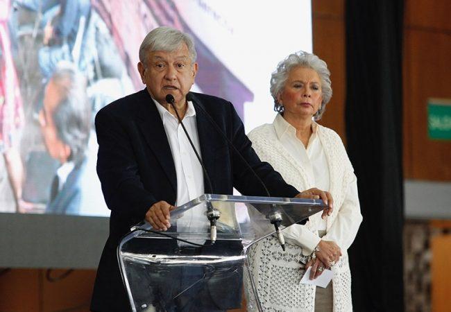Comunicación con víctimas será permanente y directa, afirma López Obrador