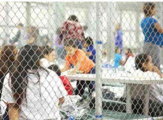 Cientos de niños migrantes fueron enviados en silencio a carpas en Texas