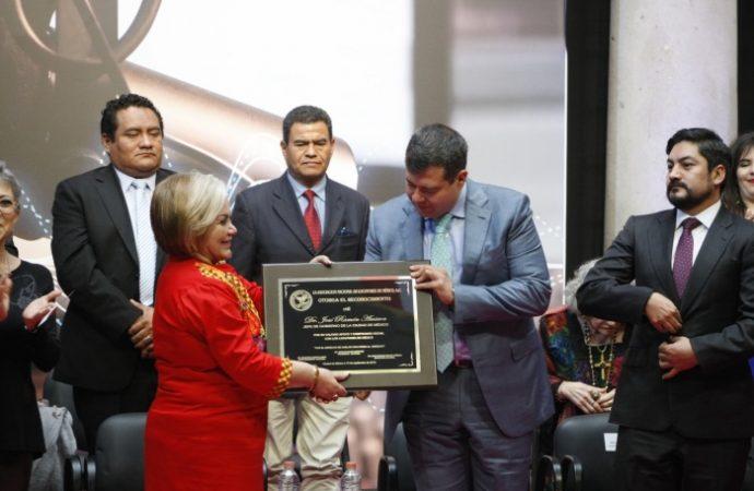Reconoce GCDMX función social y destacada trayectoria de locutores y locutoras de México