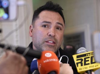 "Óscar de la Hoya llega a Kiev para definir futuro de ""Canelo"" Álvarez"