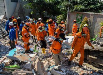 Asciende a más de mil 500 los decesos por el terremoto en Indonesia