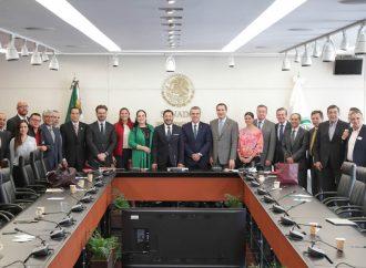 Recibe la Mesa Directiva a delegación de Concamin