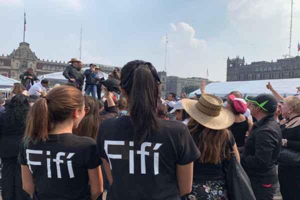 Fantasma de Porfirio Díaz en la marcha antiAmlo, en CDMX