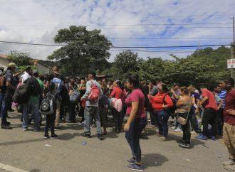 Sale caravana de migrantes de Irapuato, se dirige hacia Guadalajara