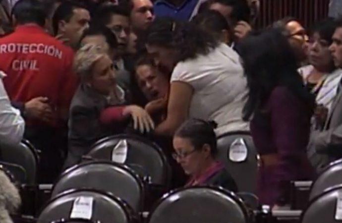 Lamenta López Obrador asesinato de hija de diputada de Morena