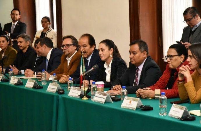 Dialoga Sheinbaum con congresistas locales y extranjeros; AMLO confirmado